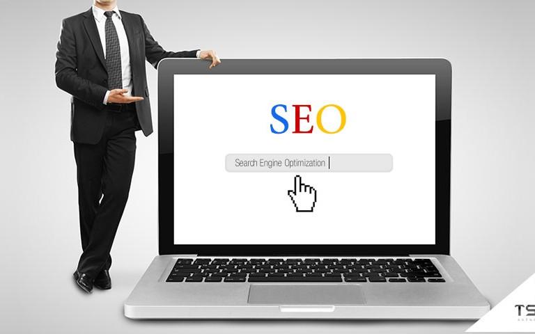 SEO é, ao pé da letra, Search Engine Optimization (Otimização para Sites de Busca). São as ações que visam trazer melhores resultados para uma página nesses sites, sobretudo no Google, o mais relevante até então.