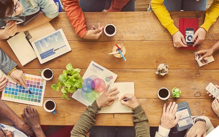 Gestão de Redes Sociais: contratar profissionais internos ou uma agência?